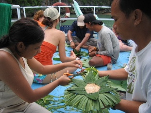 Khao's krathong-making lesson